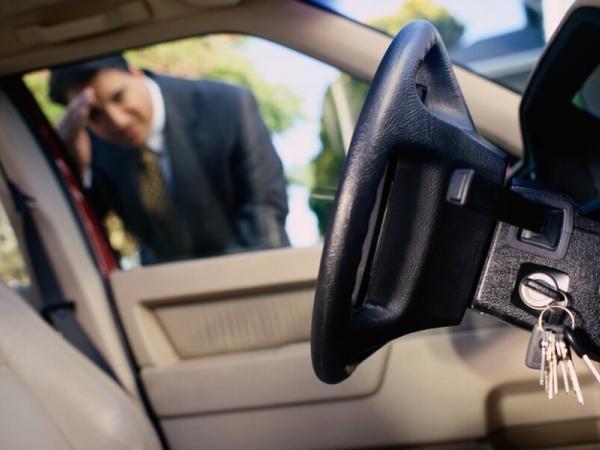 Вскрытие авто, если потерял ключи или забыл их внутри. - ОСА - Общество содействия автомобилистам - Услуги эксперта во всех ситуациях с автомобилем